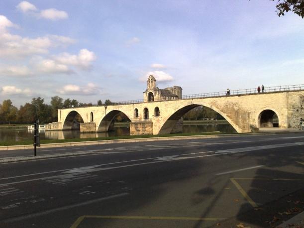 Sur le pont d'Avignon... Le pont Saint-BÈnezet
