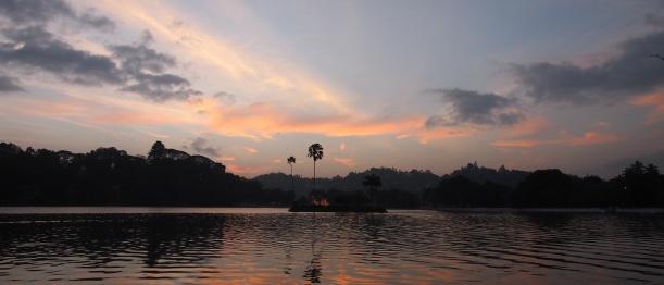 Coucher de soleil sur le lac de Kandy